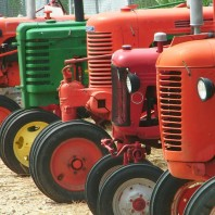 tractors_in_a_row_4395834