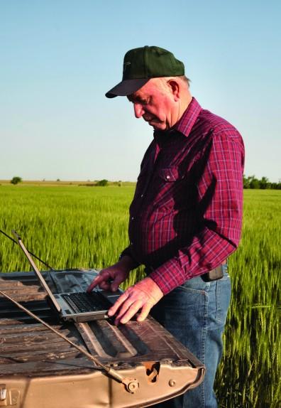 Grandpa-on-laptop-e1440207159992