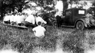 O.T. McWhorter talking to fruit growers, 1929