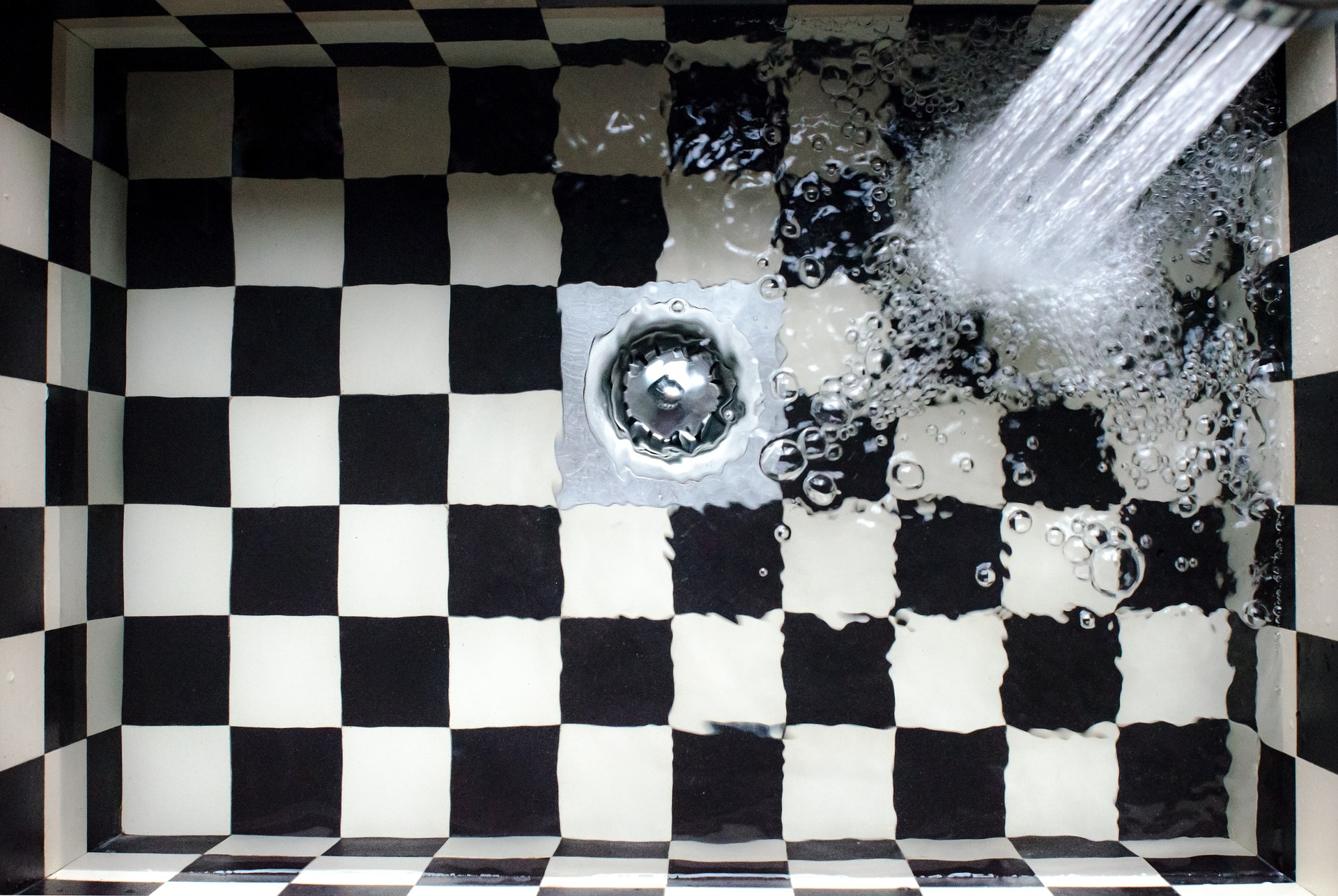 Checkered kitchen sink with water