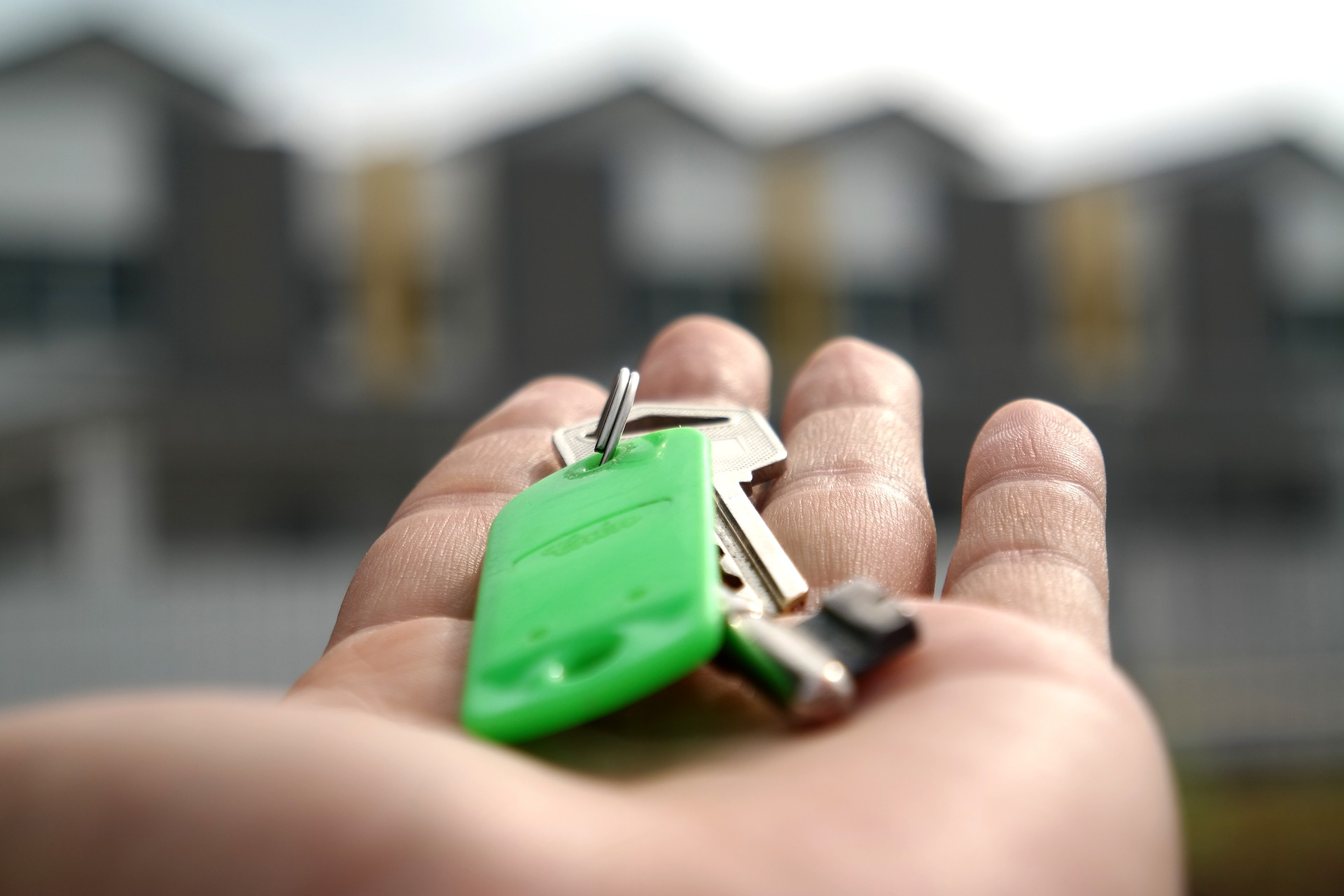 Close-up picture of someone's hand with apartment keys in it