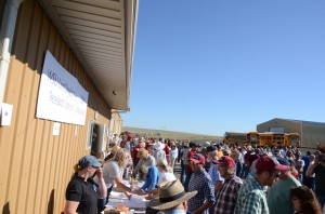 people being registered for the 2015 Field Day.