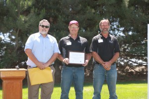 Bruce Sauer and Brian Fode recieving an award from NOAA.
