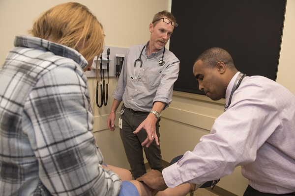 Preceptor works with DNP student at CHAS Health
