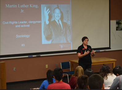 Parkay speaks to high school students about renowned social science major and civil rights leader Martin Luther King Jr. at WSU's 2015 Future Cougar Day.