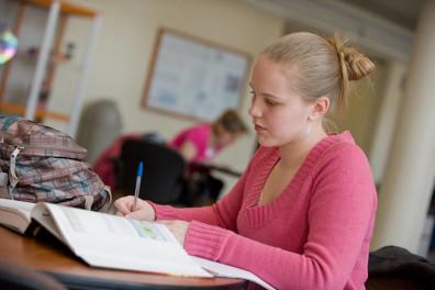 A_Regents_Scholar_studies_in_Smith_CUE_Atrium