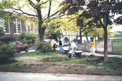Site clearing (May 6, 1999).
