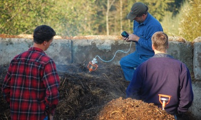 Compost Operator Training, demonstration of an oxygen meter