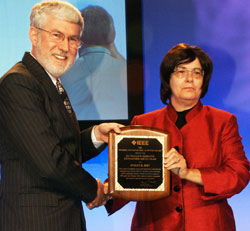 Evelyn Hirt receiving award