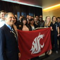 Jay Inslee with WSU Students