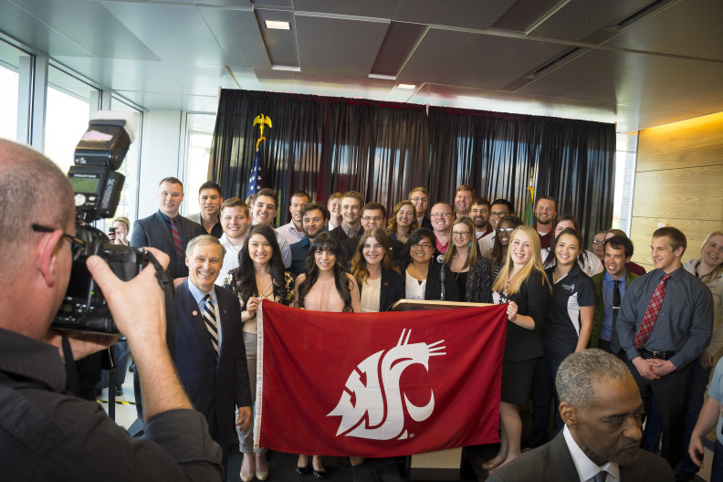 Jay Inslee at WSU Spokane with students