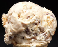 Tin Lizzy ClassicVanilla flavored ice cream with caramel swirls and chocolate covered toffee pieces