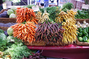 Colorful-carrots-at-farmers-market-by-Michael-Porter-CC-350