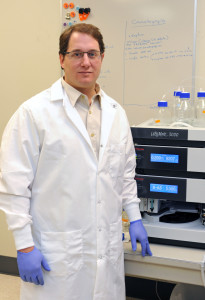 Nicolas-Villarino-in-his-lab