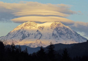 lenticular-clouds-mount-rainier