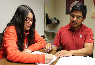 Ramiro Gonzalez mentors student at LSAMP Center