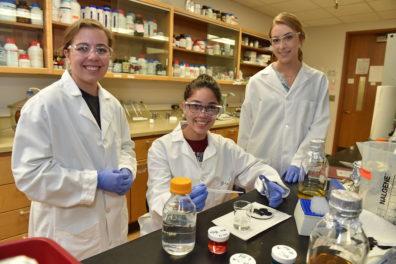 Schweitzer Scholar Raquel Murillo flanked by lab partners at WSU Pullman.