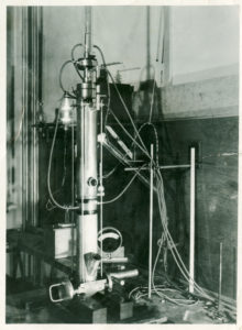 A photo of Paul Anderson and Kenneth Fitzsimmons' electron microscope from the 1930s.