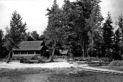 Historic photo of a Beaver Creek cabin at Priest Lake, Idaho.