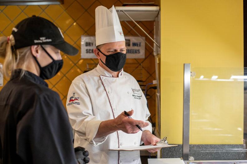 A WSU chef prepares a meal