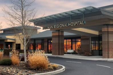 Exterior of the main entrance of Pullman Regional Hospital.