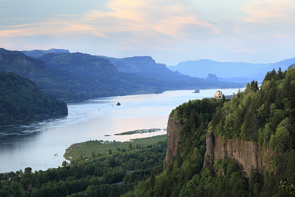 A landscape photo of the columbia river