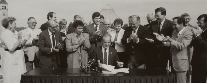 WSU Spokane signing ceremony in 1989