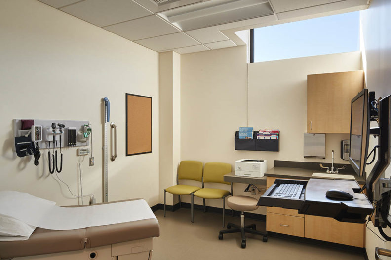 Picture of a patient exam room in the Spokane Teaching Health Clinic