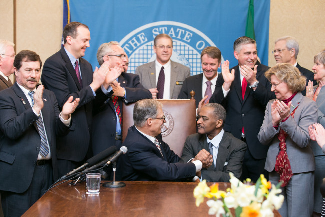 Gov. Jay Inslee signs Substitute House Bill No. 1559, April 1, 2015. Relating to higher education programs at Washington State University and the University of Washington.
