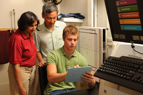Dr. Anita Vasaveda and Dr. David Lin working with graduate student in lab
