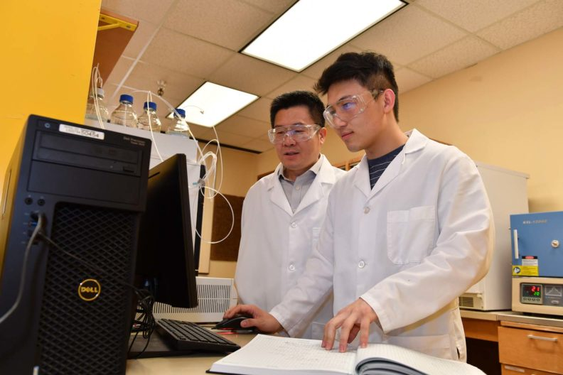 Hongfei Lin and a student conducting research