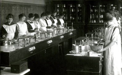 Washington State University home economics lab, early 1900s. Courtesy of WSU Libraries, MASC.