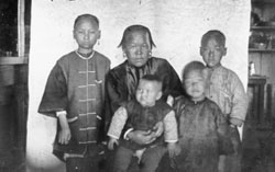 Pullman Chinese family, c. 1897. Courtesy of WSU Libraries, MASC.