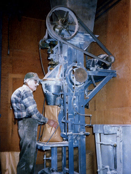 Leonard Fulton bags Unifine flour