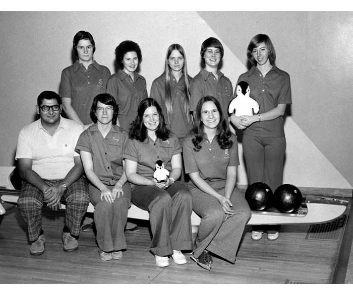 WSU Women's Bowling Team from 1976 with their mascot