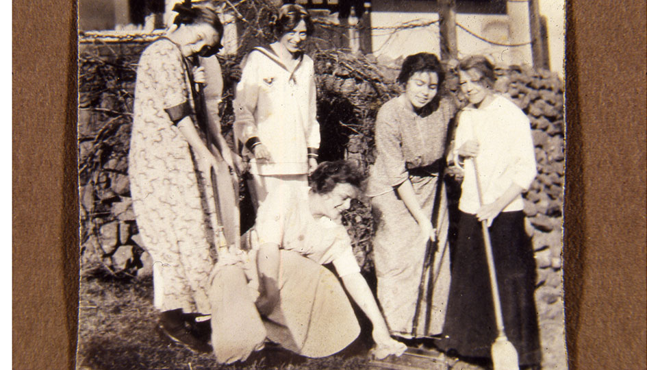 Stevens Hall clean-up day, 1900