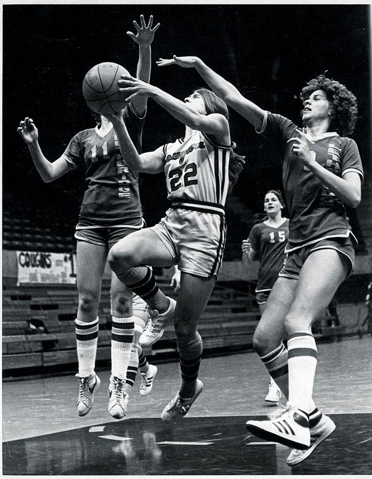 Jeanne (Eggart) Helfer playing basketball