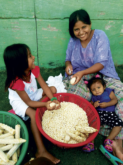 Preparing maize to make tortillas and atol
