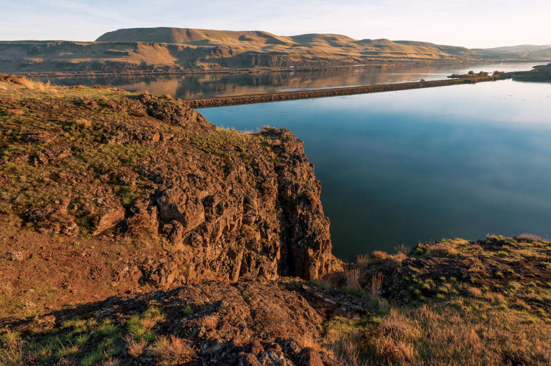 Scene from the Columbia River Gorge - cliffs