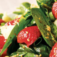 Spinach salad with strawberries and Cougar Gold cheese