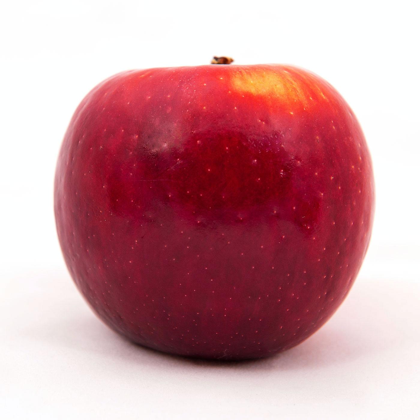 Studio photography of the Cosmic Crisp® apple