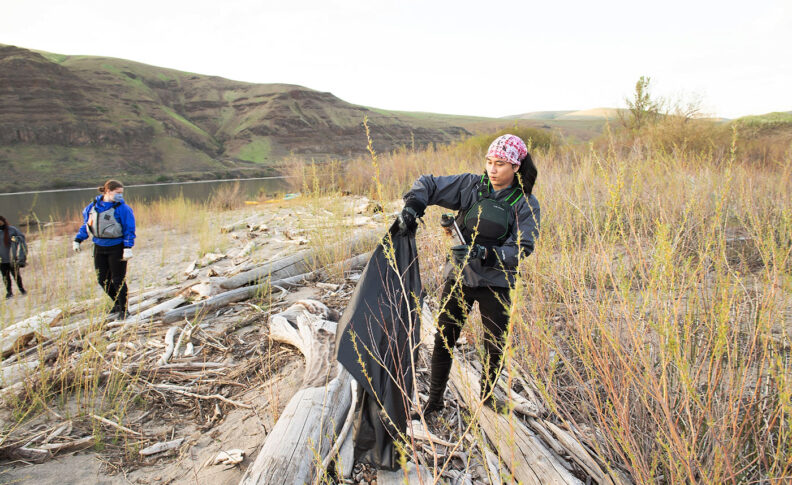 College students clean up trash at Illia Dunes on the Snake River in Washington