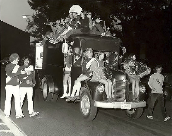 1972 WSU Rally Squad on old truck