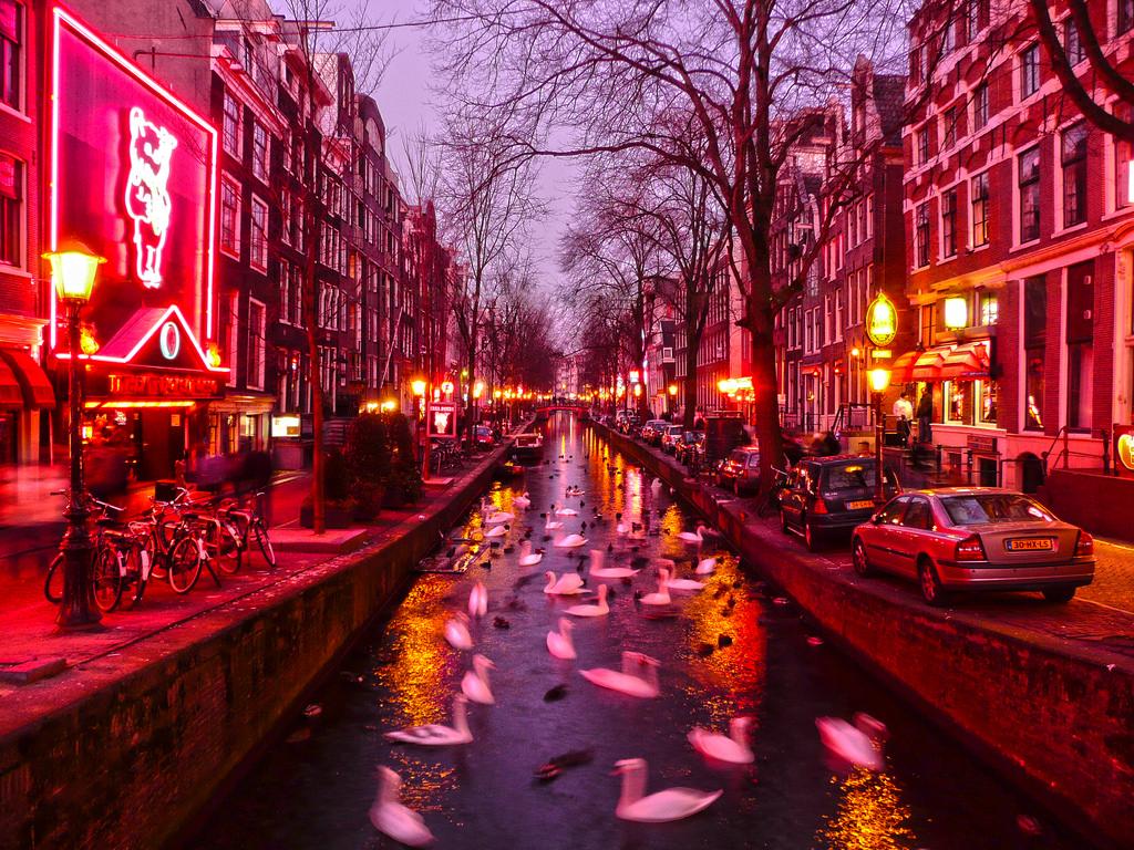 Картинки по запросу амстердам улица красных фонарей фото